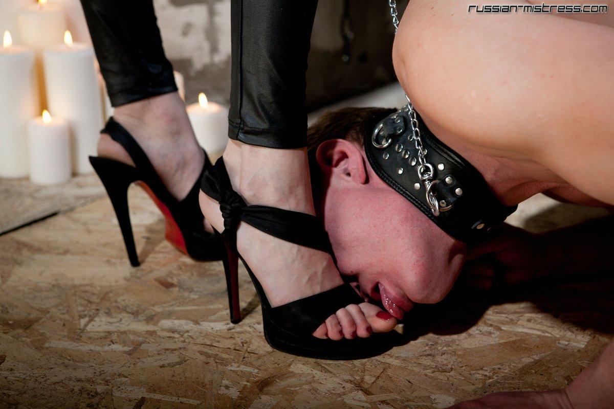 Лизать ножки госпоже смотреть онлайн — pic 3
