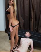 Impeccable domme facesits slave, pic #7